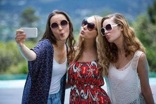Logo Design Tips - Women Taking a Selfie